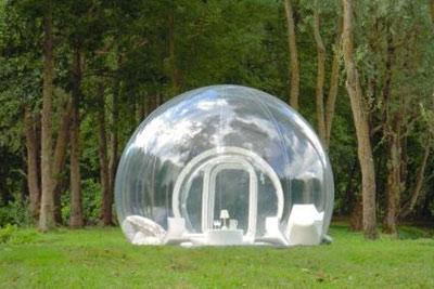 week end insolite dormir dans une bulle. Black Bedroom Furniture Sets. Home Design Ideas