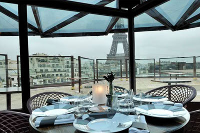 cuisine cr ative avec vue sur la tour eiffel. Black Bedroom Furniture Sets. Home Design Ideas