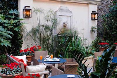 Bar insolite dans un jardin en plein paris for Restaurant dans un jardin paris