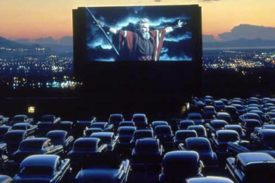 projection du film gravity en plein air dans votre voiture fa on drive in am ricain 1. Black Bedroom Furniture Sets. Home Design Ideas