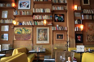 restaurant insolite paris et salon de th ambiance biblioth que. Black Bedroom Furniture Sets. Home Design Ideas