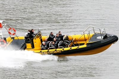 tour de speed boat sur la seine 29 90 au lieu de 39. Black Bedroom Furniture Sets. Home Design Ideas