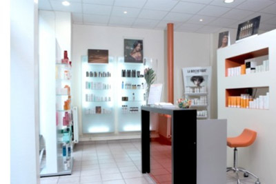 Bon coiffeur pas cher shampoing soin coloration for Salon informatique paris