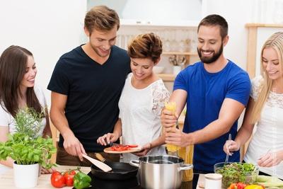 Pr parer et partager un repas convivial avec des habitants - Repas convivial entre amis ...