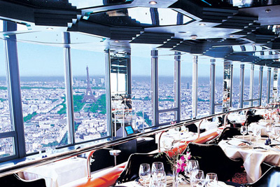bar insolite avec une vue extraordinaire sur tout paris. Black Bedroom Furniture Sets. Home Design Ideas