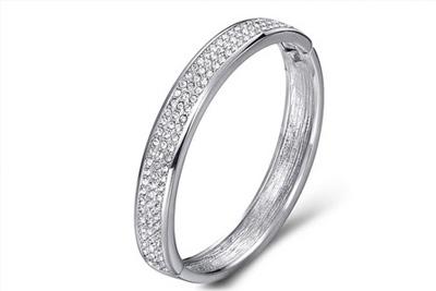 bracelet jonc orn de cristaux swarovski elements 19 90 au lieu de 64 73. Black Bedroom Furniture Sets. Home Design Ideas