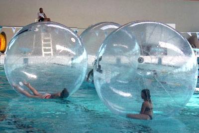 Activit insolite water ball bulle pour marcher sur l 39 eau - Piscine gonflable pas cher saint etienne ...