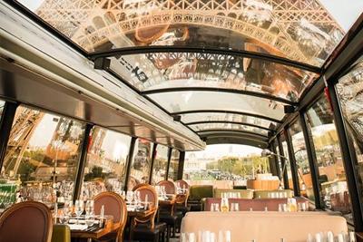 Restaurant insolite paris o l 39 on d jeune ou d ne dans for Restaurant 24h paris