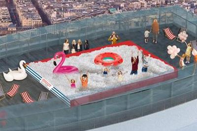 Piscine boules insolite gratuite sur le toit de la tour for Piscine montparnasse